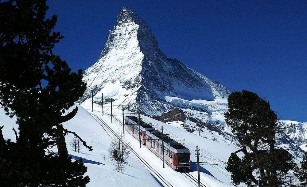 Gornergratbahn und Matterhorn (Bild: Jo in Riederalp, Wikimedia, CC)