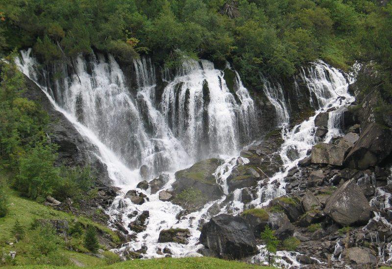 Siebenbrunnen - die Quelle des Flusses Simme (Bild: RetoGalli, Wikimedia, CC)