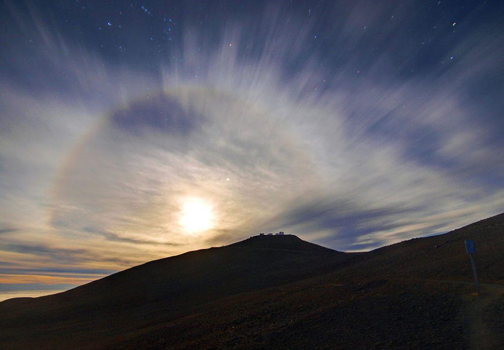 "Sonnenaufgang über dem Observatorium ""La Silla"" in der Atacama-Wüste (Bild: ESO, Wikimedia, CC) atacama wüste"