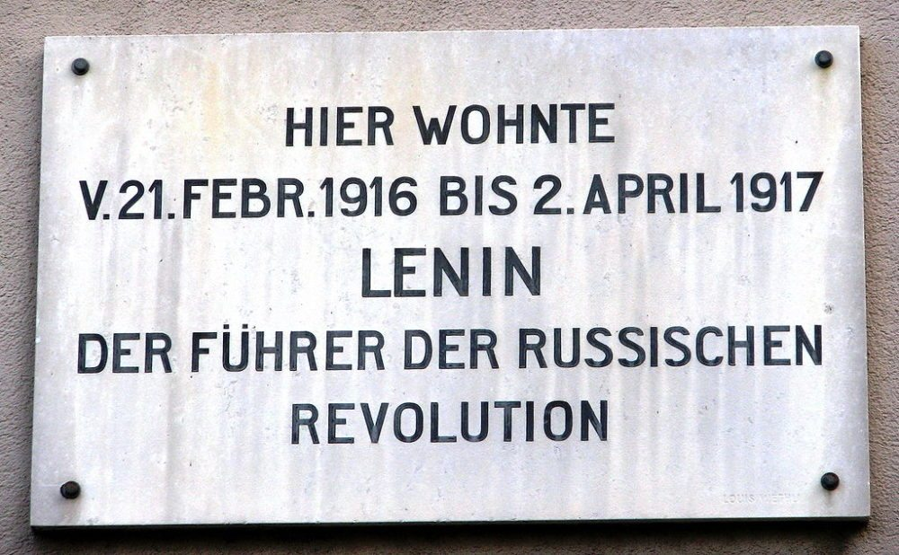 Gedenktafel am Lenin-Haus in Zürich (Bild: Ronald zh, WIkimedia, CC)
