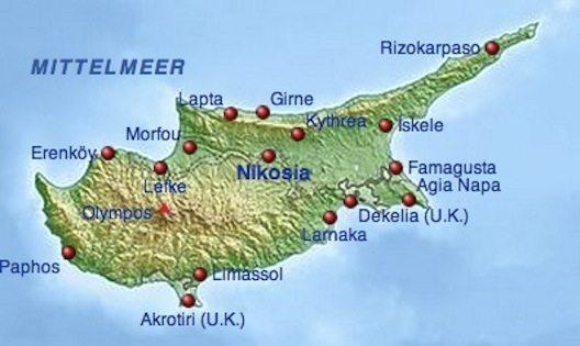 In der Mitte der Insel kann man schräg verlaufend die UN-Pufferzone sehen, die auch durch Nikosia geht. (Bild: Screenshot Wikipedia)