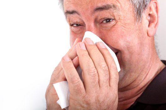Lautes Naseputzen - für Chinesen ein Nogo! (Bild: Edler von Rabenstein - shutterstuck.com)