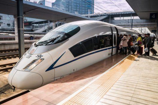 Die Zugverbindungen in China sind günstig. (Bild: GuoZhongHua - shutterstock.com)