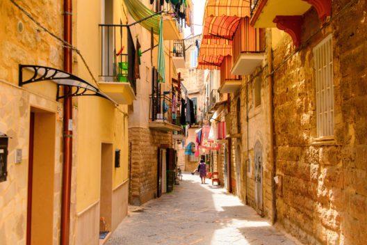 Bari hat für Entdecker jede Menge zu bieten. (Bild: Anton_Ivanov - shutterstock.com)