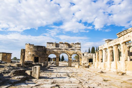 Hierapolis in Pamukkale (Bild: Elen Zh - shutterstock.com)
