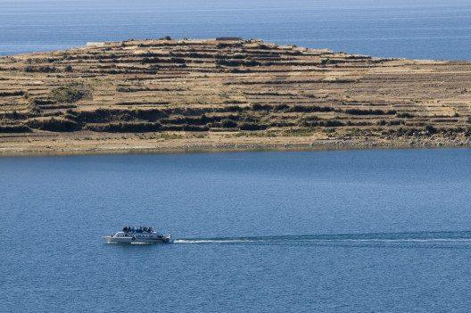 Der Titicacasee ist kaum mehr als 50 km von der bolivianischen Hauptstadt La Paz entfernt (Bild: © Andrés Cuenca - shutterstock.com)