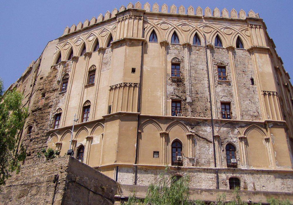 Normannischer Teil des Palastes (Bild: WikiOrso, Wikimedia)