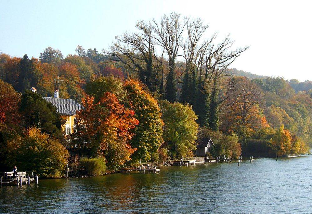 Leoni (Teil der Gemeinde Berg) am Ost-Ufer des Starnberger Sees (Bild: Petermann, Wikimedia, CC)