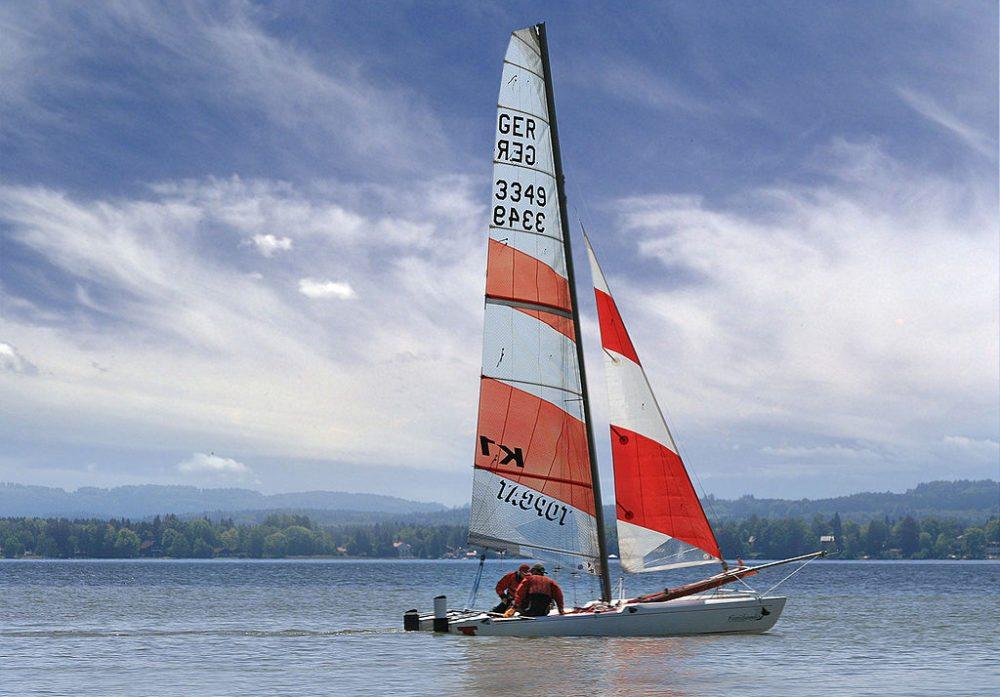 Ein Segelboot auf dem Starnberger See (Bild: Richard Bartz, Wikimedia, CC)