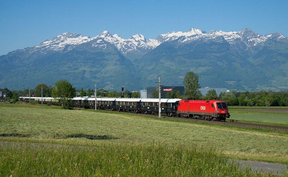 Venice Simplon Orient Express bei Nendeln, Liechtenstein (Bild: David Gubler, Wikimedia, CC)