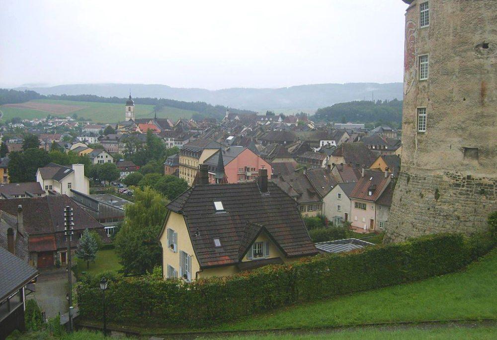 Pruntrut, Sicht vom Schloss aus (Bild: Oliv76600, Wikimedia, CC)