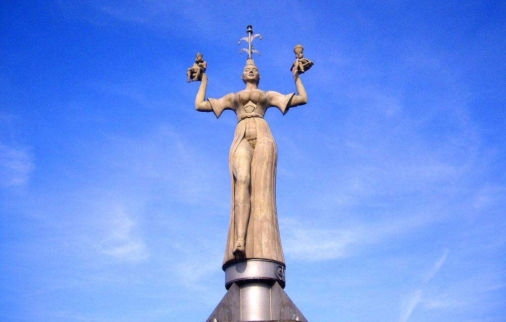 Imperia-Statue im Hafen von Konstanz am Bodensee, entworfen und ausgeführt vom Bildhauer Peter Lenk (Bild: Terry U. Weller / pixelio.de)