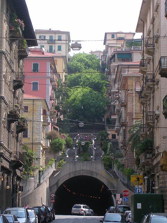 Tunnel und Treppenaufgänge in La Spezia (Bild: Fabio / Wikimedia / CC)