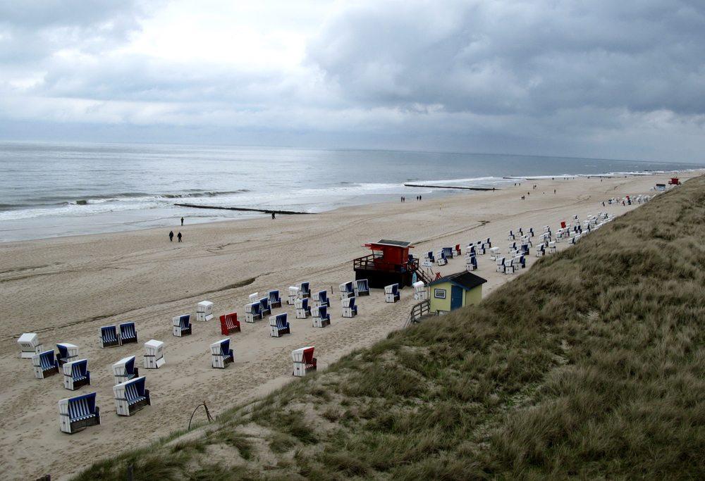 Strand bei Wenningstedt während der Nebensaison – einsam und romantisch (Bild: Gabriele Planthaber  / pixelio.de)