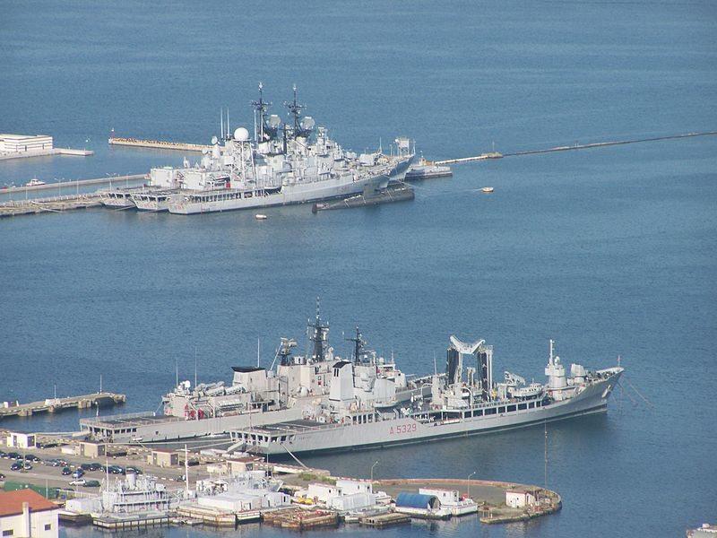 Marineschiffe im Hafen von La Spezia (Bild: Massimilianogalardi / Wikimedia / CC)