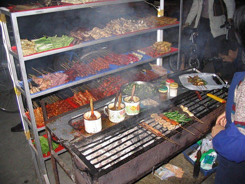 Garküche in Chengdu, Sichuan, China (Bild: Felix Andrews / Wikimedia / CC)