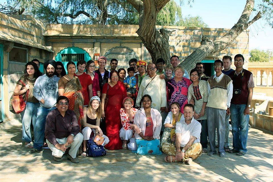 Couchsurfing meet in Jaisalmer, Indien (Bild: Vipingoyal, Wikimedia, CC)