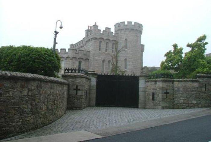 Manderley Castle (Bild: Brian Honne, Wikimedia, CC)