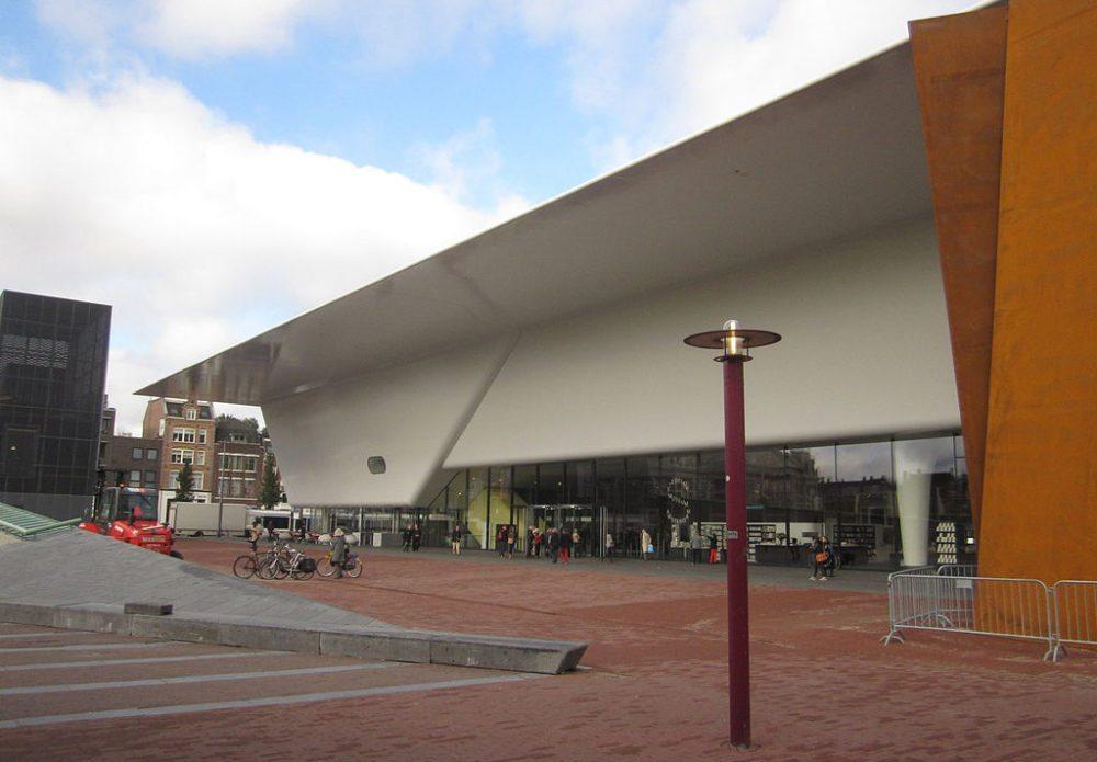 Ergänzungsbau vom Stedelijk Museum in Amsterdam (Bild: Editør, Wikimedia, CC)