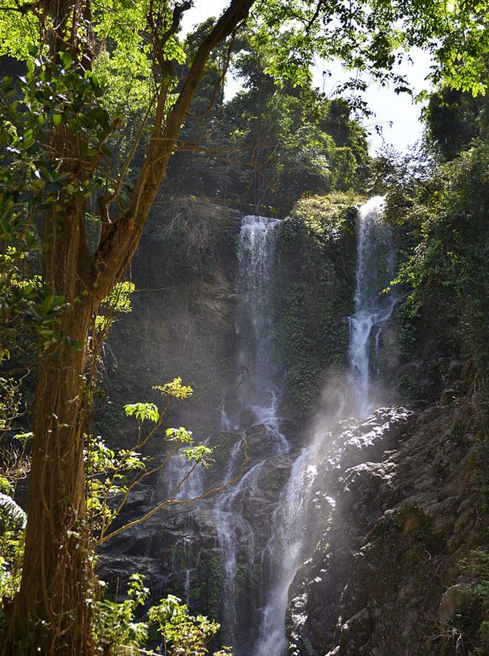 Tamaraw Falls auf Oriental Mindoro (Bild: Ignacio Malapitan III, Wikimedia, CC)