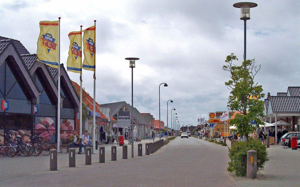 Innenstadt von  Blåvand, Dänemark (Bild:  Boereck, Wikimedia)