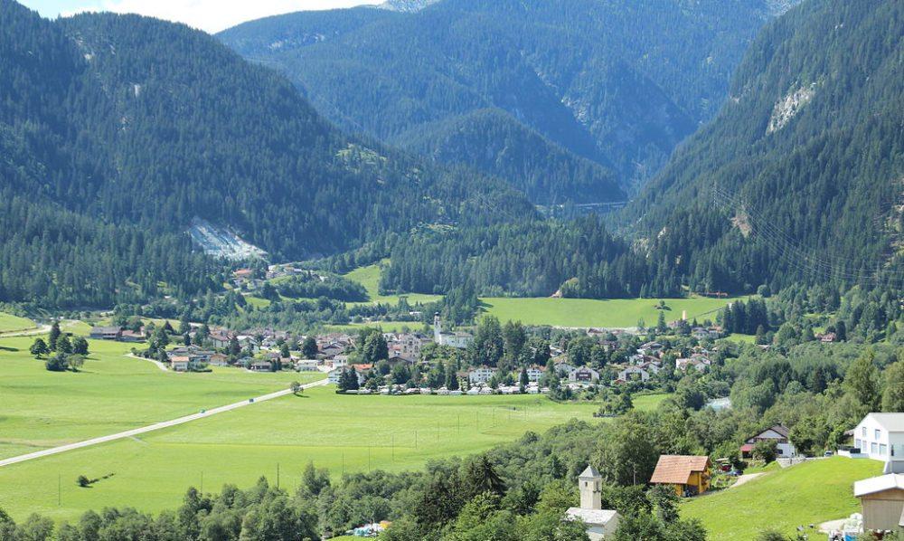 Andeer – malerische Gemeinde im Kanton Graubünden (Bild: Adrian Michael, Wikimedia, CC)
