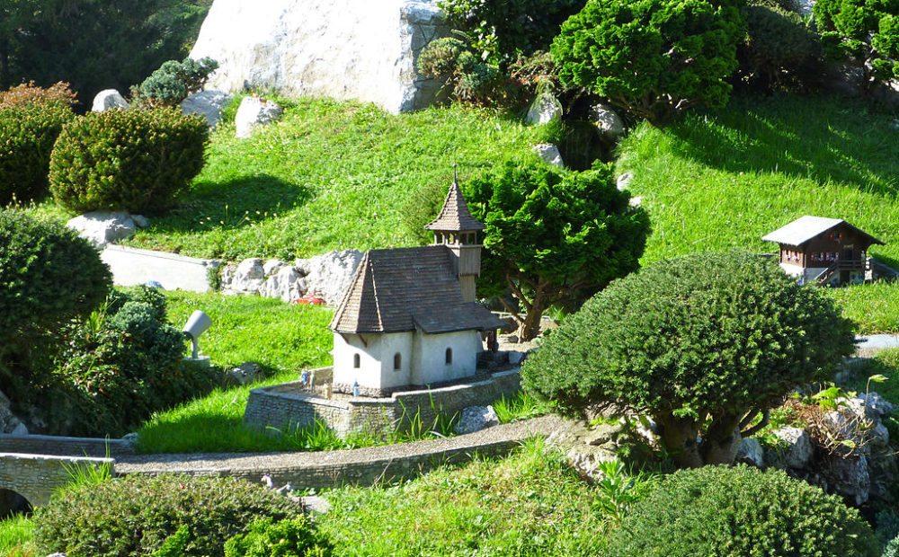 Bergkirchli bei Swissminiatur in Melide (Bild: Andres Passwirth, Wikimedia, CC)