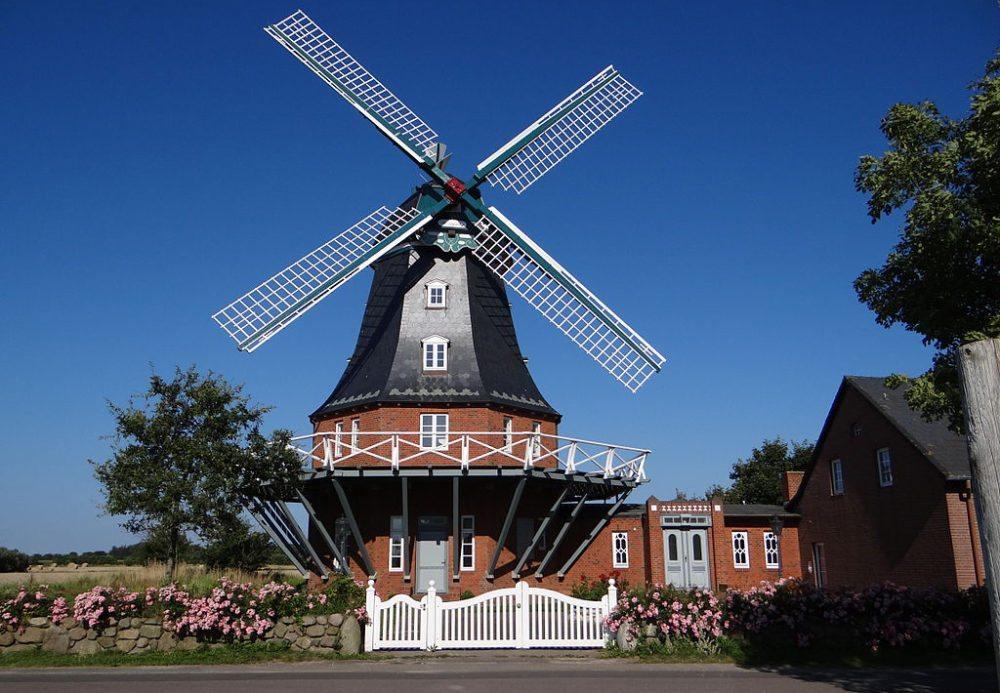 Borgsumer Mühle in Borgsum auf der Insel Föhr (Bild: Tetris L, Wikimedia, CC)