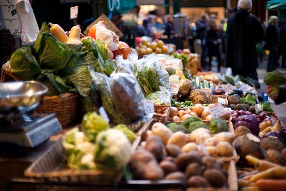 Gemüsestand auf dem Borough Market (Bild: Jack Gavigan, Wikimedia, CC)