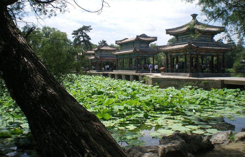 Parkanlage in der kaiserlichen Sommerresidenz bei Chengde (Bild: takwing.kwong, Wikimedia, CC)