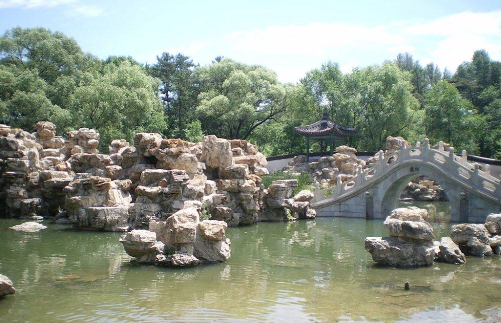 Chinesische Gartenkunst in der kaiserlichen Sommerresidenz bei Chengde (Bild: takwing.kwong, Wikimedia, CC)