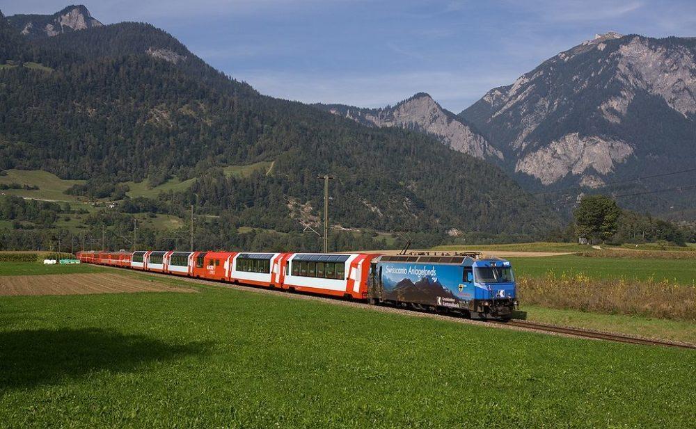 Glacier-Express zwischen Reichenau-Tamins und Bonaduz (Bild: David Gubler, Wikimedia)