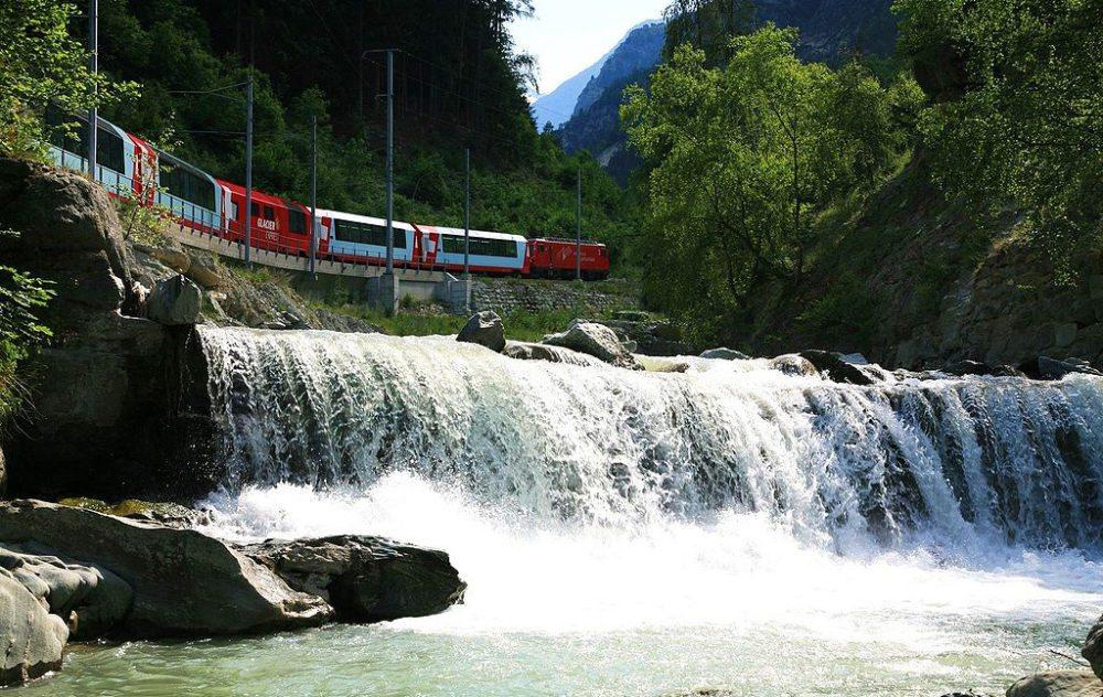 Glacier-Express im Mattertal, Valais (Bild: Terra3, Wikimedia, CC)