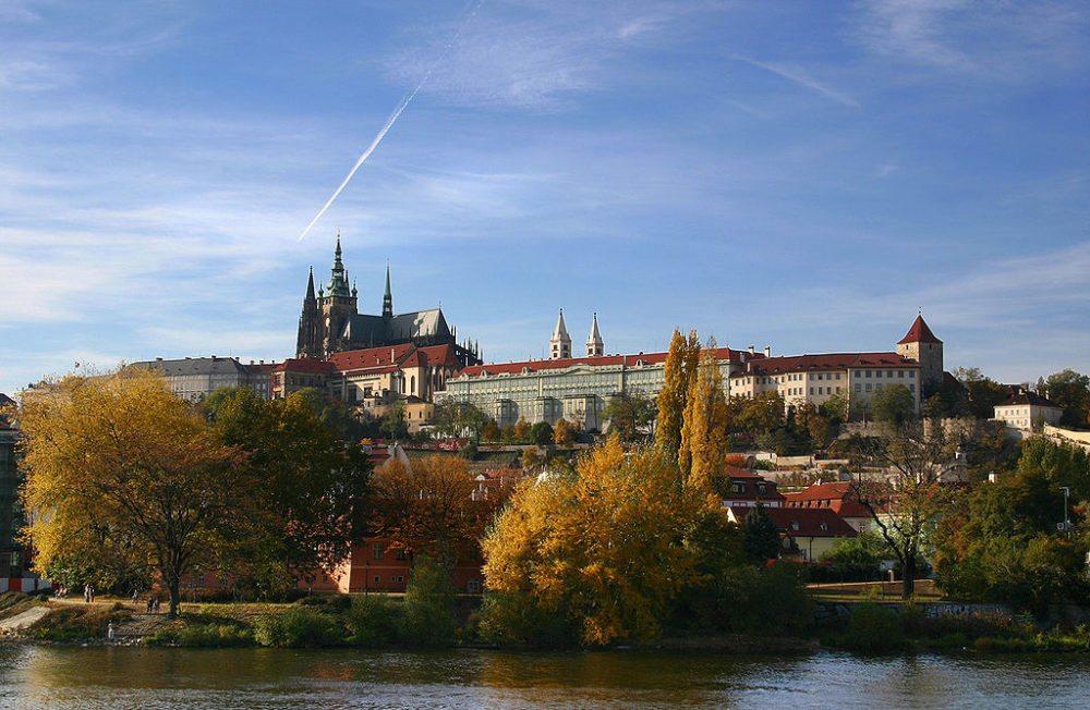 Blick auf den Hradschin mit Burg, Prag (Bild: Stefan Bauer, Wikimedia, CC)