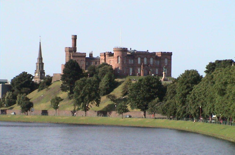 Burgschloss von Inverness (Bild: Mlm42, Wikimedia, gemeinfrei)