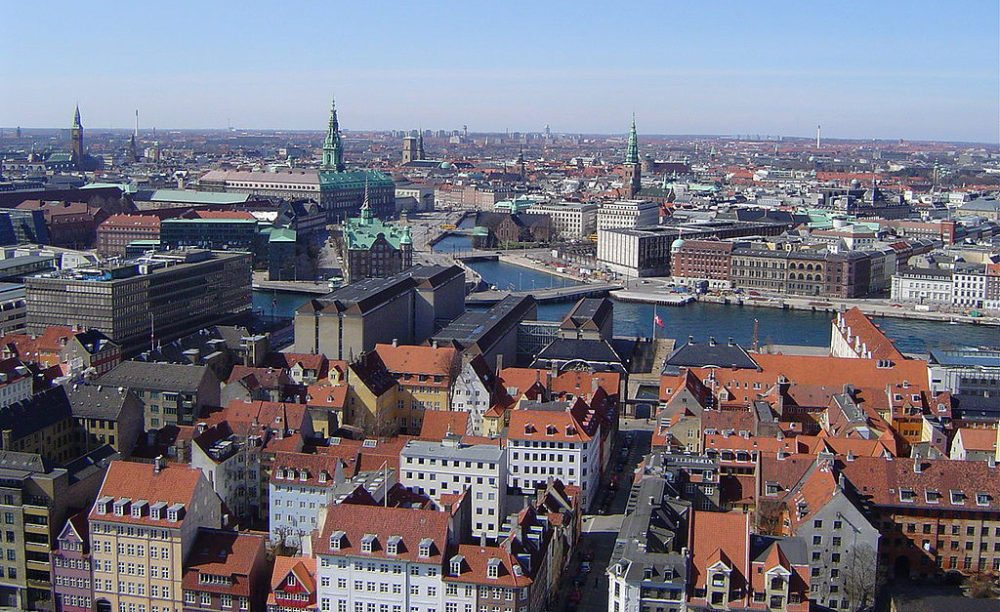 Blick über die Innenstadt von Kopenhagen (Bild: Trabert, Wikimedia, CC)