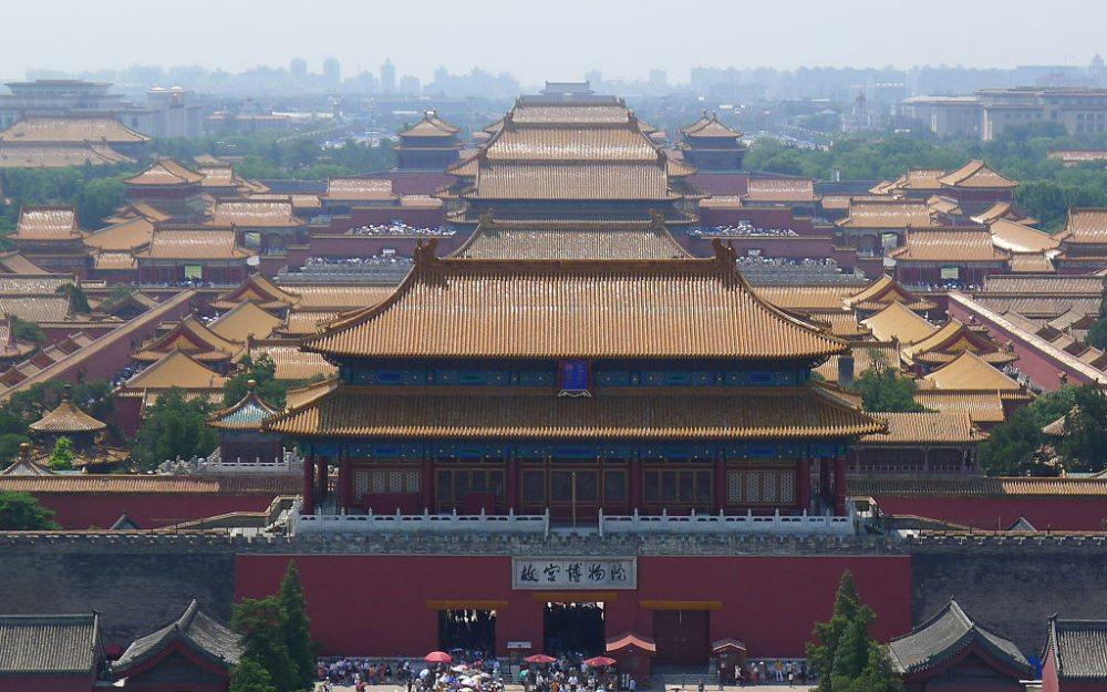 Die Verbotene Stadt gesehen vom Jingshan-Hügel aus (Bild: Asadal, Wikimedia, CC)