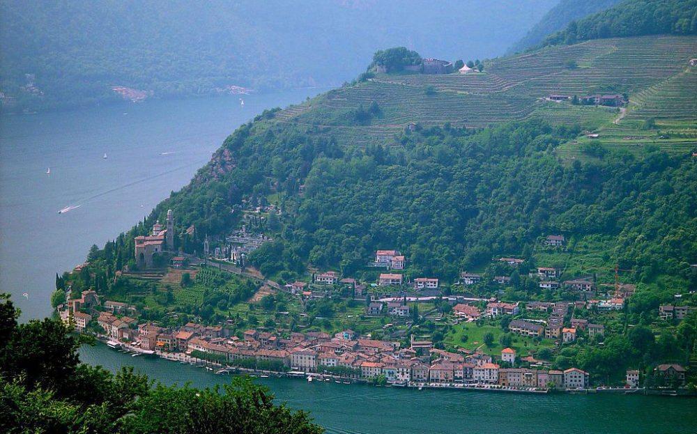 Blick über Morcote aufs italienische Gegenufer (Bild: MRB, Wikimedia, CC)