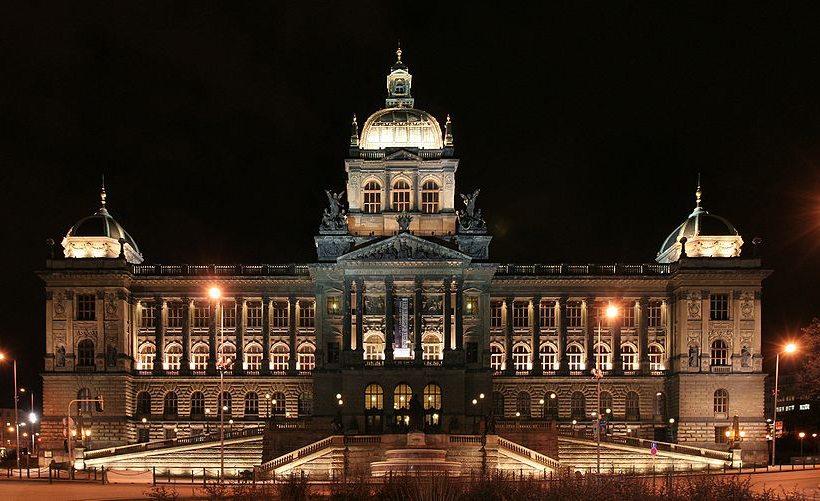 Nationalmuseum am Wenzelsplatz in Prag (Bild: che, Wikimedia, CC)