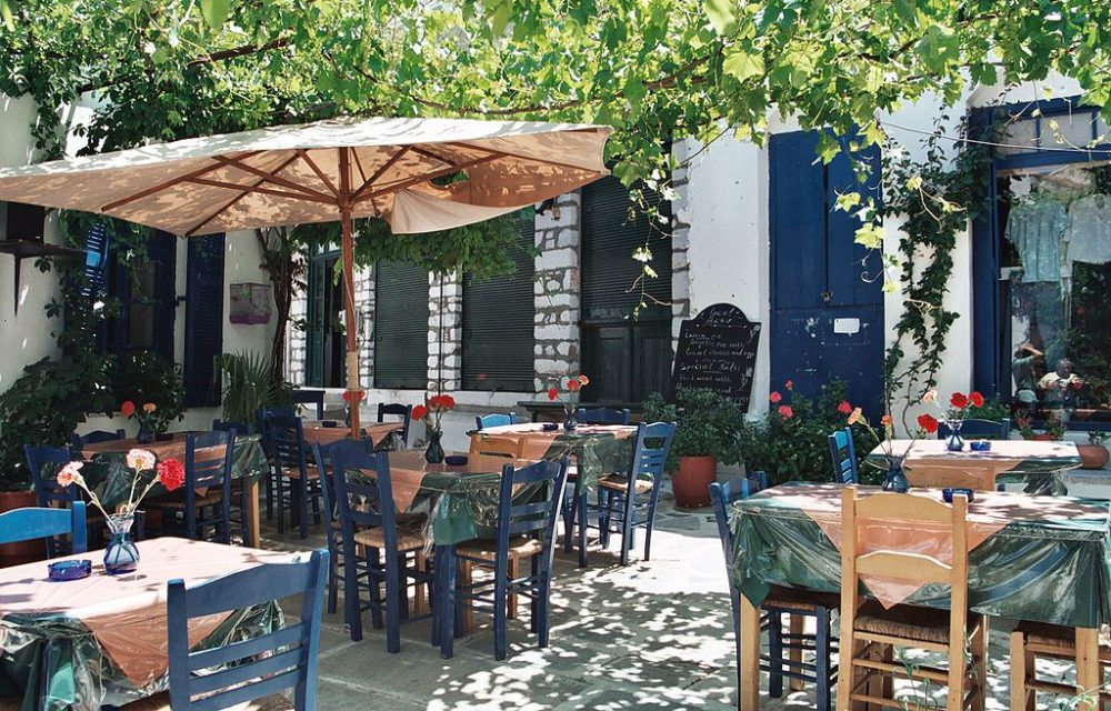 Taverne in Filoti, Naxos (Bild: Heiko Gorski, Wikimedia, CC)