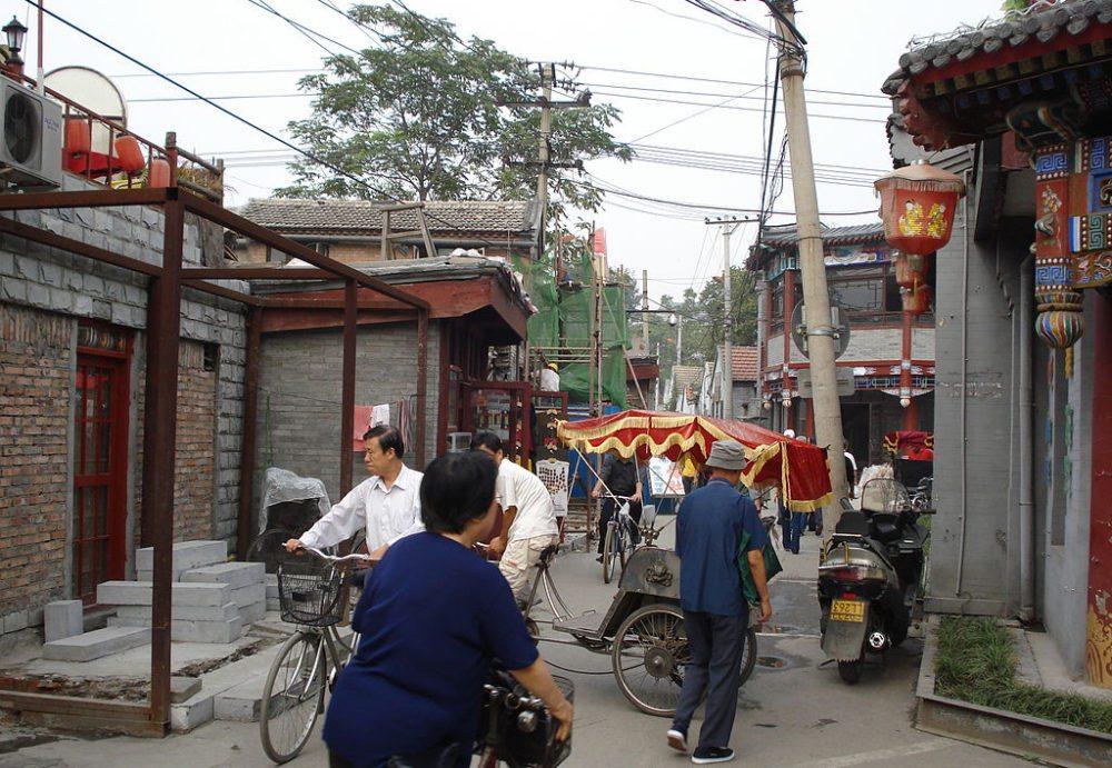 Alltag im Hutong von Peking (Bild: Kwz, Wikimedia, CC)