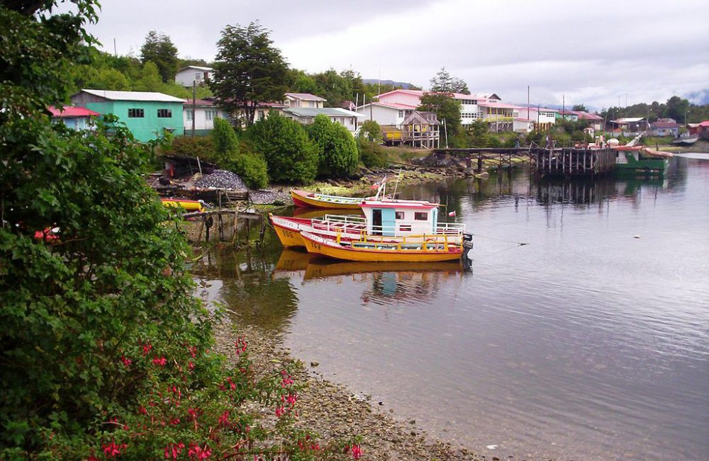 Fischerdorf Puerto Eden in Patagonien (Bild: Jorge Morales Piderit, Wikimedia, CC)