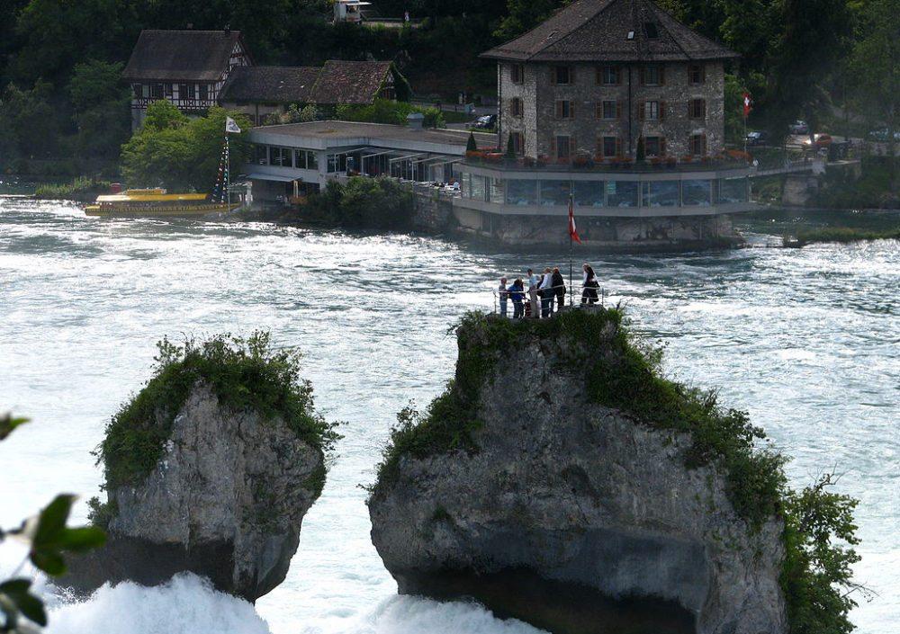 Schlössli Wörth, gesehen vom Neuhausen am Rheinfall, Schweiz (Bild: Roland zh, Wikimedia, CC)