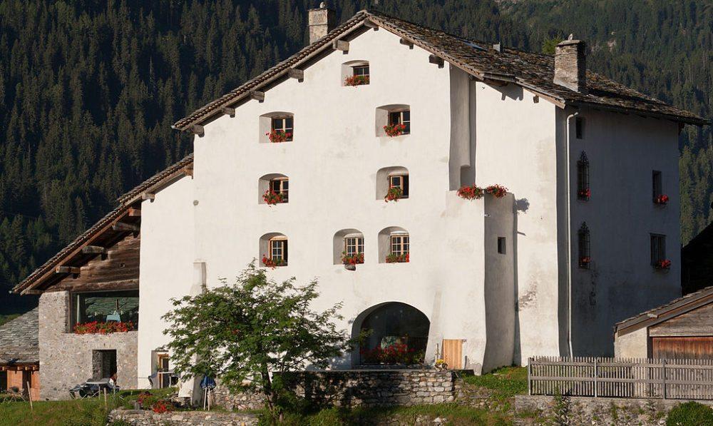Hotel Alte Herberge Weiss Kreuz in Splügen (Bild: Roland Zumbuehl, Wikimedia, CC)