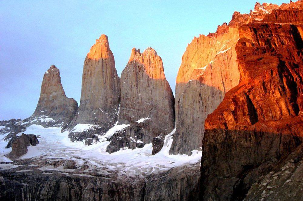 Berggruppe Torres del Paine – das Wahrzeichen des chilenischen Nationalparks (Bild: Noam Shany, Wikimedia, CC)