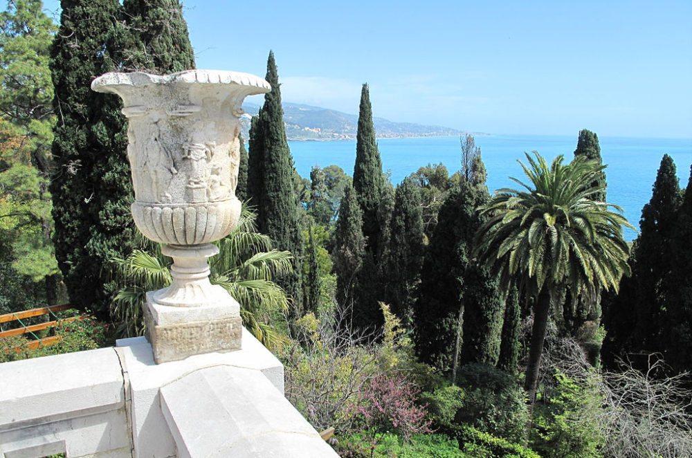 Die Aussicht von der Villa Hanbury in Ventimiglia ist atemberaubend (Bild: Tangopaso, Wikimedia, CC)