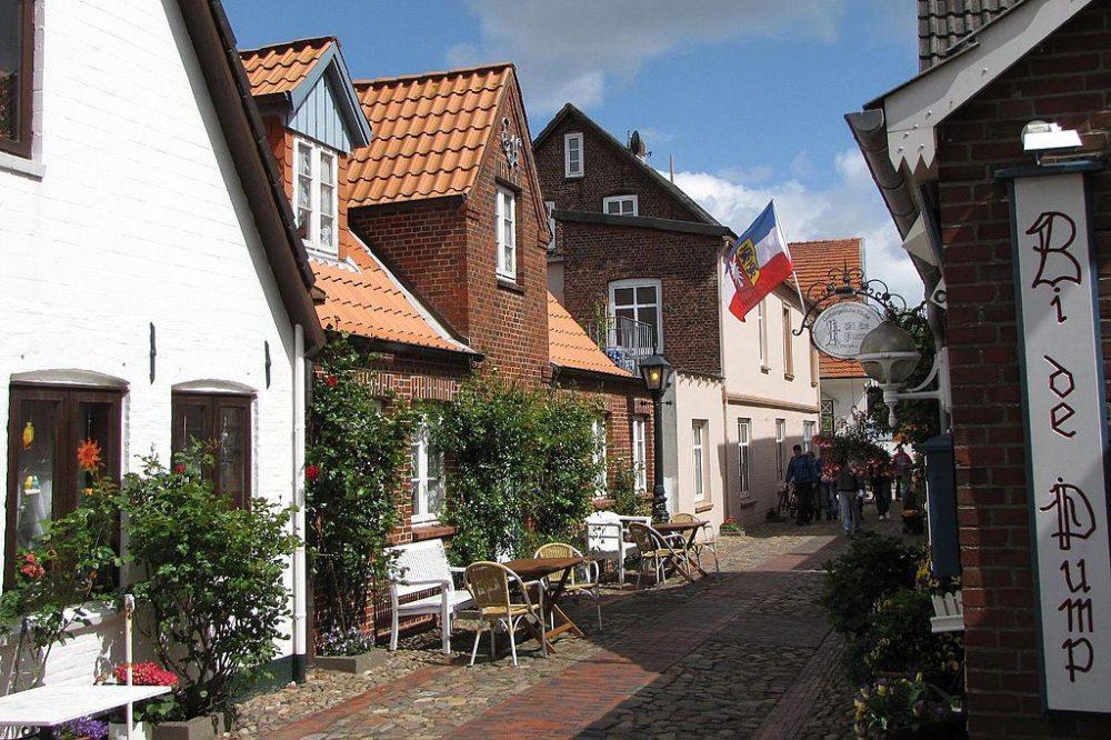 In der Altstadt von Wyk auf Föhr (Bild: Celsius auf wikivoyage shared, Wikimedia, CC)