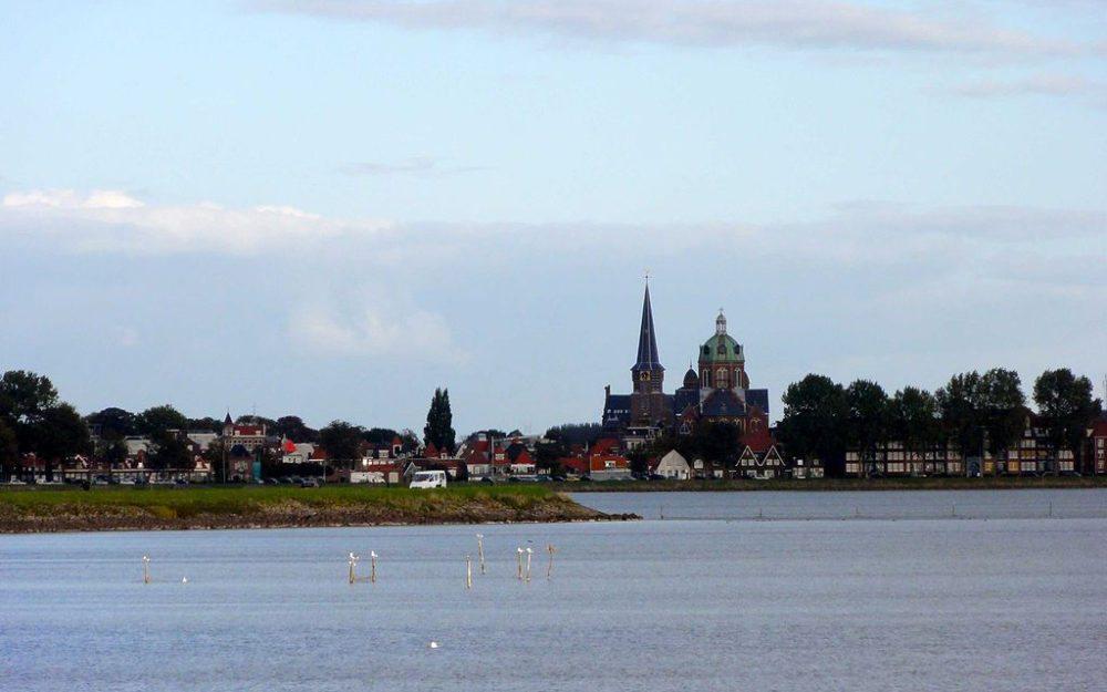 Stadt Hoorn vom Schiff aus gesehen (Bild: Gouwenaar, Wikimedia, CC)