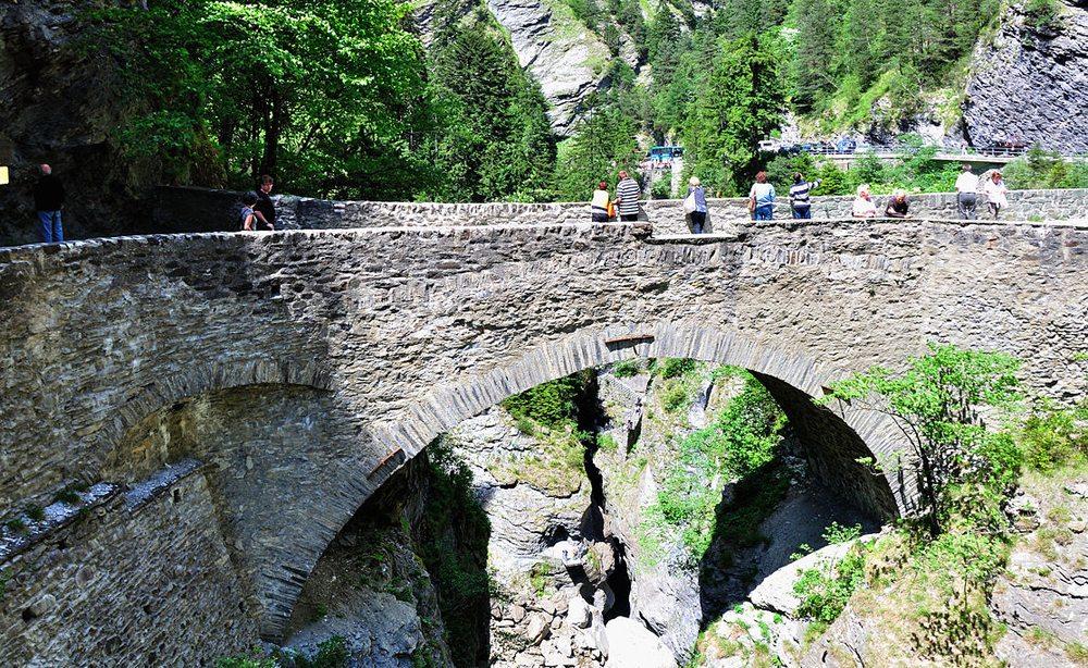 Panoramabild von Via Mala, Graubünden (Bild: Hansueli Krapf, Wikimedia, CC)