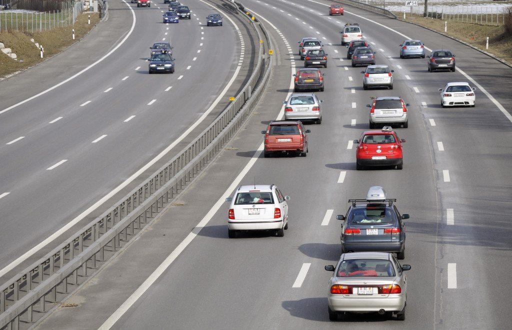 Auf der Autobahn (Bild: Kurt Michel  / pixelio.de)